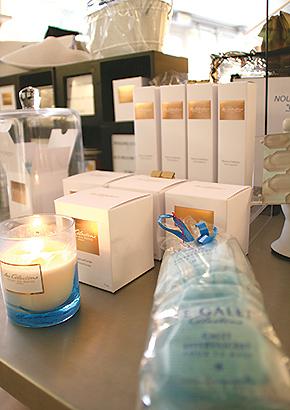 Gamme les Célestins : bougies odorantes, parfum d'intérieur, galets pour le bain