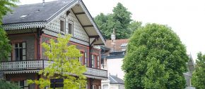 Architecture à l'inspiration coloniale très marquée dans certaines rues de Vichy
