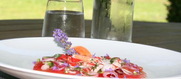 Recette d'un émincé de homard bleu & carpaccio tomate cœur de bœuf