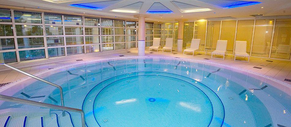 Week-end en amoureux : bain géant d'eau thermale Thermal Spa Vichy