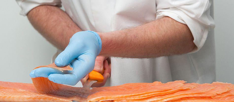 Fumage artisanal du Sichon - fumage du saumon au bois de hêtre